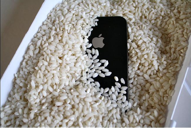 Что делать если намочил зарядку от айфона